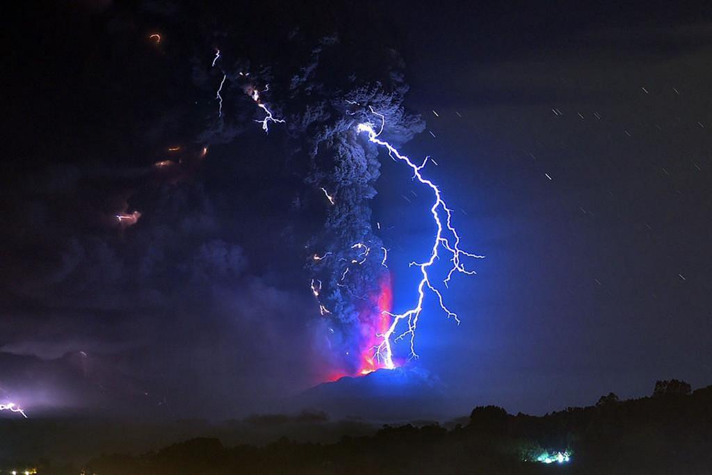 Erupcja wulkanu Calbuco (fot. Martin Bernetti)