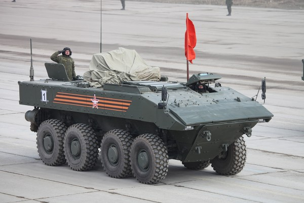 Opancerzony transporter piechoty Bumerang (fot. Wikipedia)