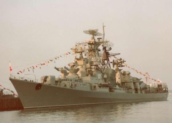 ORP Warszawa w Kolonii – 7-10 kwietnia 1992 (fot. Arne Luetkenhorst/www.shipspotting.com)