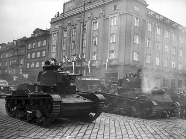 Polskie czołgi w Cieszynie w 1938 roku
