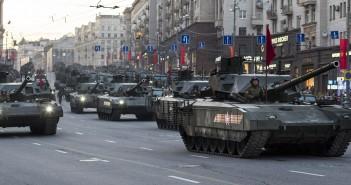 Kolumna czołgów Armata T-14 (fot. Leo1/forums.spacebattles.com)