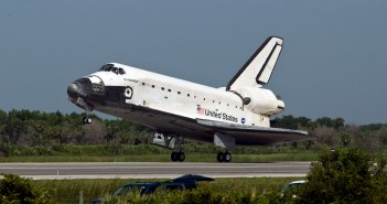 Prom kosmiczny Endeavour podczas lądowania