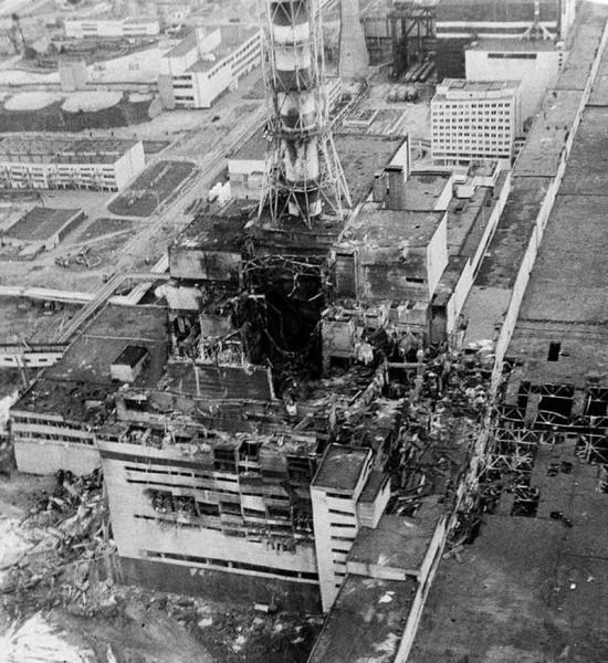 Zniszczony reaktor numer 4 elektrowni atomowej w Czarnobylu (fot. www.pinterest.com)