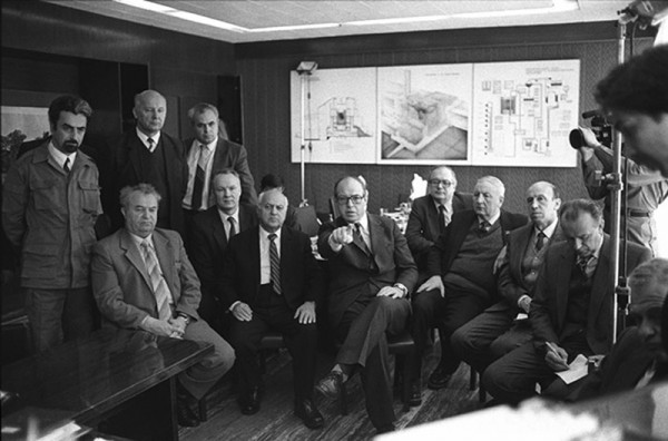 Hans Blix (w centrum) (fot. www.theguardian.com)