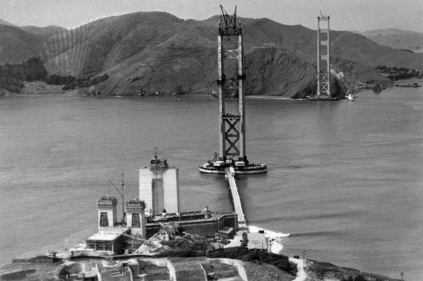 Most Golden Gate podczas budowy