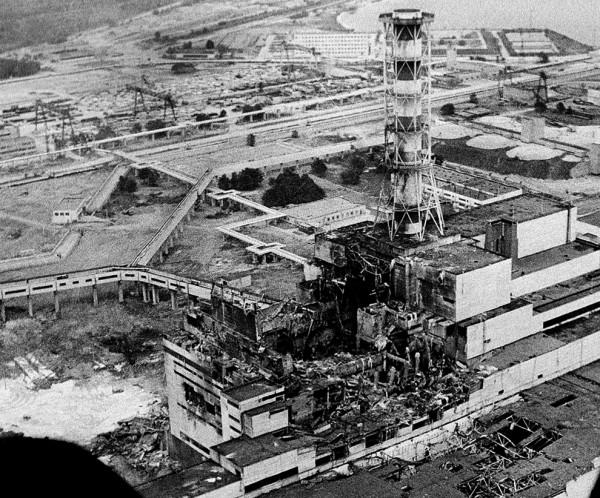 Zniszczony reaktor numer 4 elektrowni atomowej w Czarnobylu (fot. krissyjones/www.glogster.com)