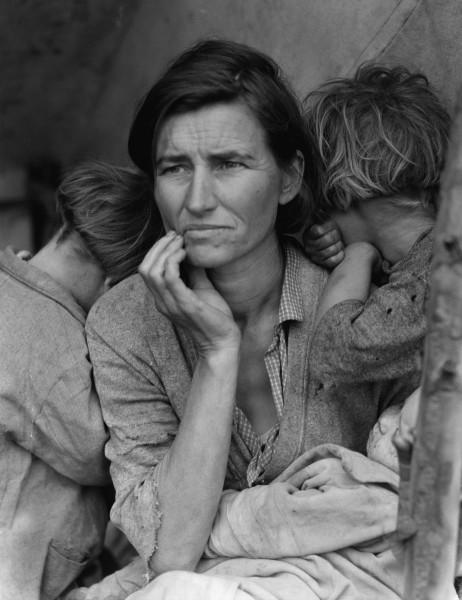 """Jedno z najsłynniejszych zdjęć FSA. """"Migrant mother"""". Zdjęcie wykonano w Nipomo w Kalifornii w 1936 roku. (fot. Dorothea Lange)"""