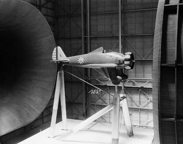 P-26 podczas testów w tunelu aerodynamicznym w Langley Field
