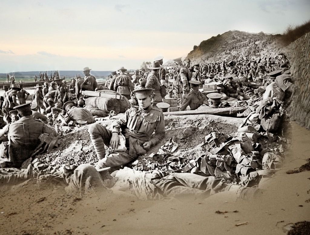 Australijscy żołnierze krótko po lądowaniu w Gallipoli (fot. Fairfax Media/Sean Gallup)