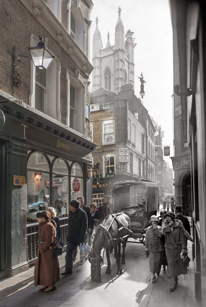 Ulica Bow Lane, widok na południe, na skrzyżowanie Watling Street i St. Mary Aldermary, lata 20-te (fot. George Davison Reid)