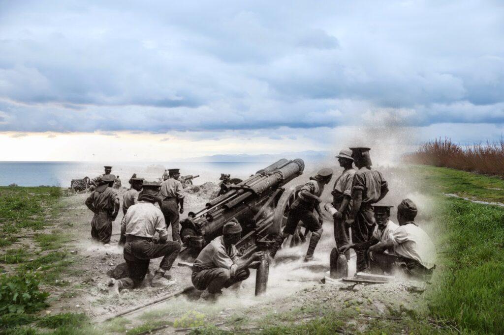 Brytyjska 60-funtowa armata polowa podczas ostrzału, Halles Bay (fot. Ernest Brooks/Sean Gallup)