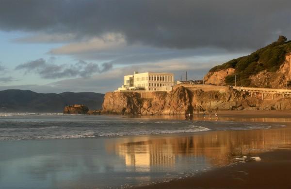 Cliff House współcześnie (fot. Brocken Inaglory)