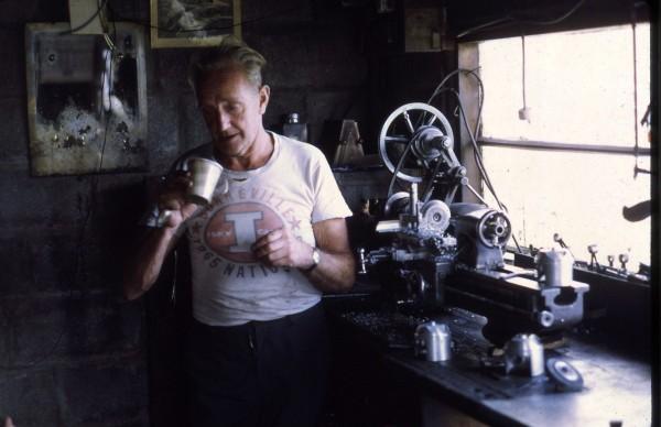 Burt w swoim warsztacie