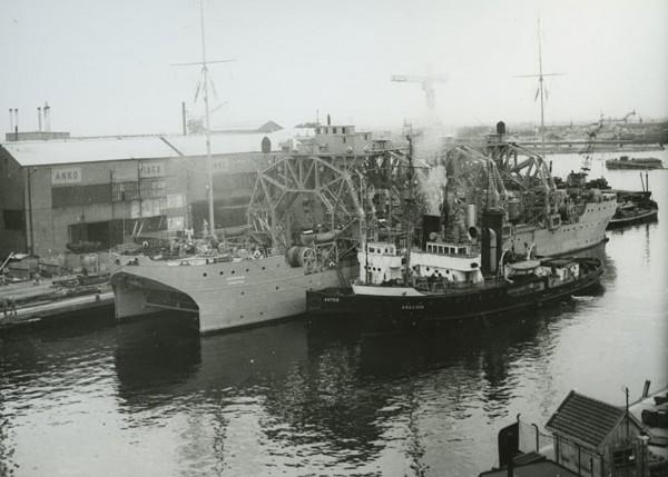 Okręt ratowniczy - baza okrętów podwodnych Kommuna