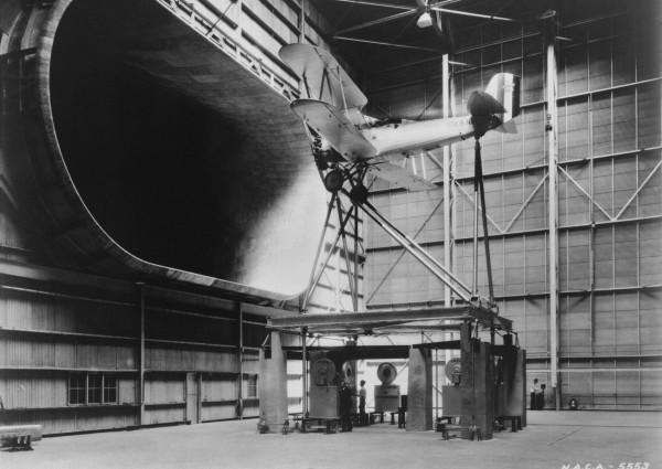 Vought O3U-1 Corsair II podczas testów w tunelu aerodynamicznym w Langley Field