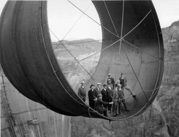 Fragment śluzy służącej do spuszczania wody z Jeziora Mead