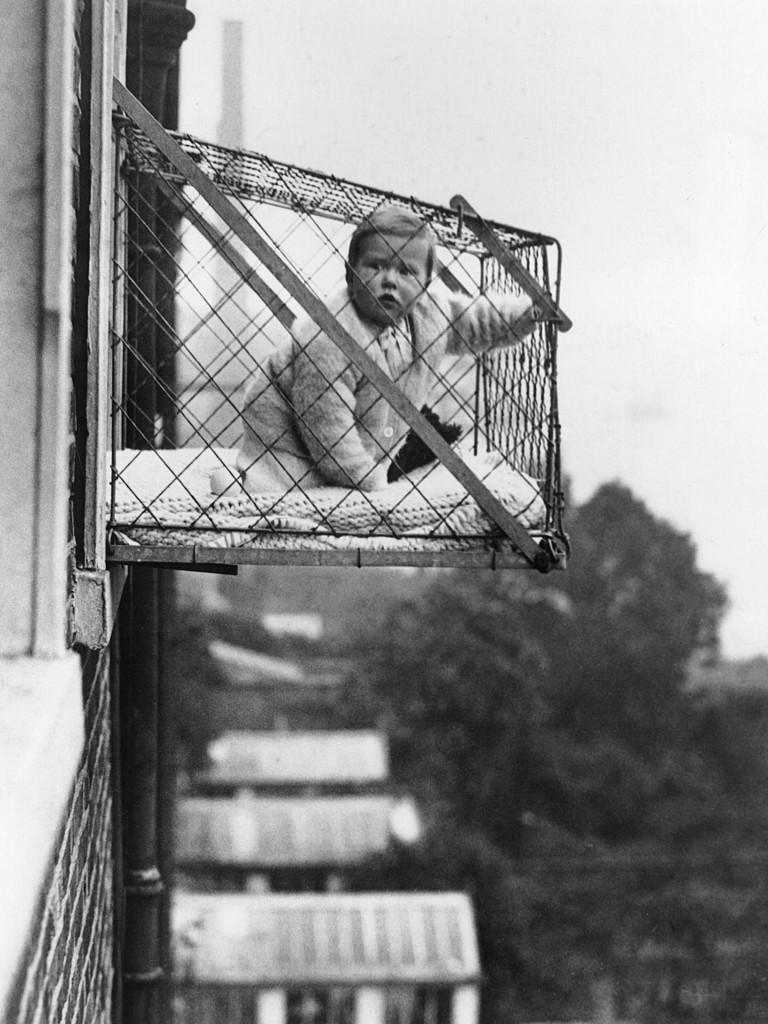 Baby Cage w praktyce - zdjęcie z 1934 roku