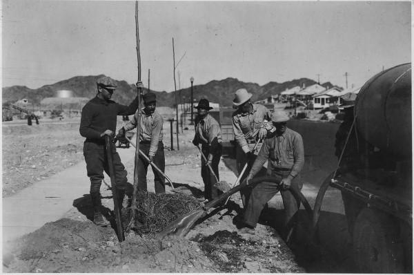 Robotnicy pracujący w Boulder City