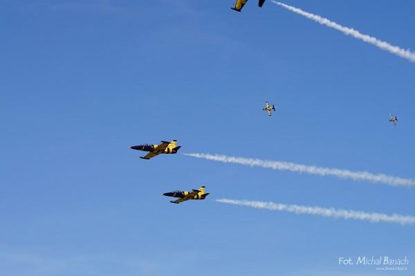 Przylot samolotów grupy Baltic Bees na Aerofestival 2015