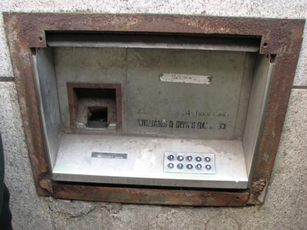 Stary bankomat w Liverpoolu (fot. Paul Tweedle)