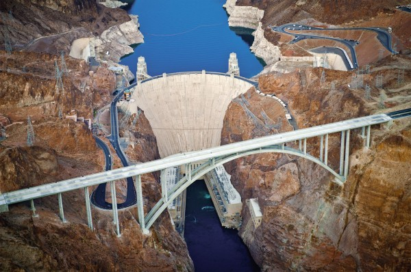 Zapora Hoovera wraz z nowym mostem współcześnie