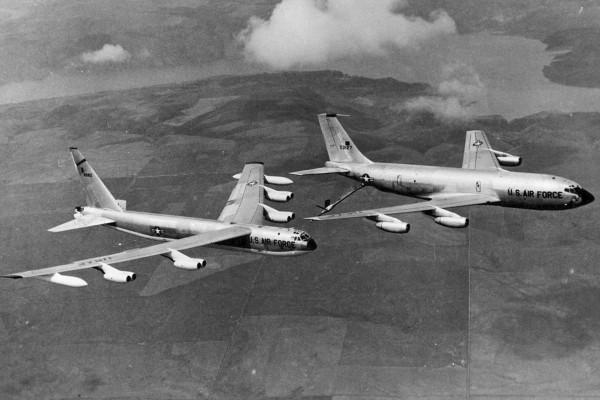 Latająca cysterna KC-135A i bombowiec strategiczny B-52D