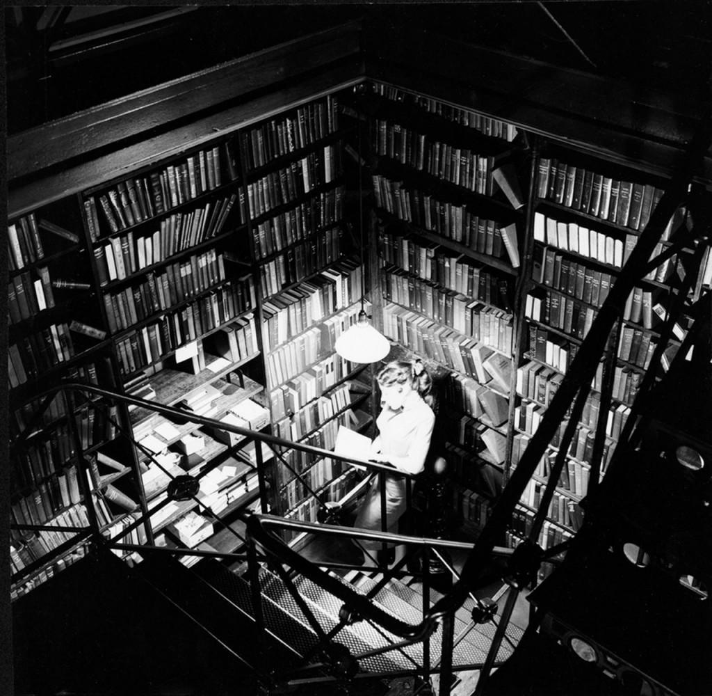 """Jeden z """"ukrytych"""" działów w bibliotece"""