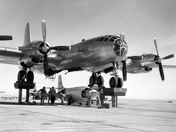B-50 Superfortress wykorzystywany podczas prób Bell X-1, pierwszego samolotu który przekroczył barierę dźwięku