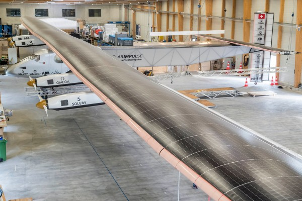 Solar Impulse 2 w hangarze