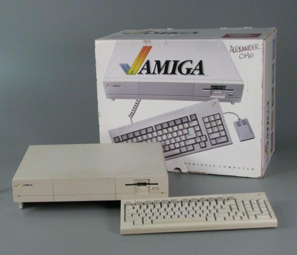 """Amiga 1000 – krótka, ale ciekawa historia pierwszego """"nowoczesnego"""" komputera"""