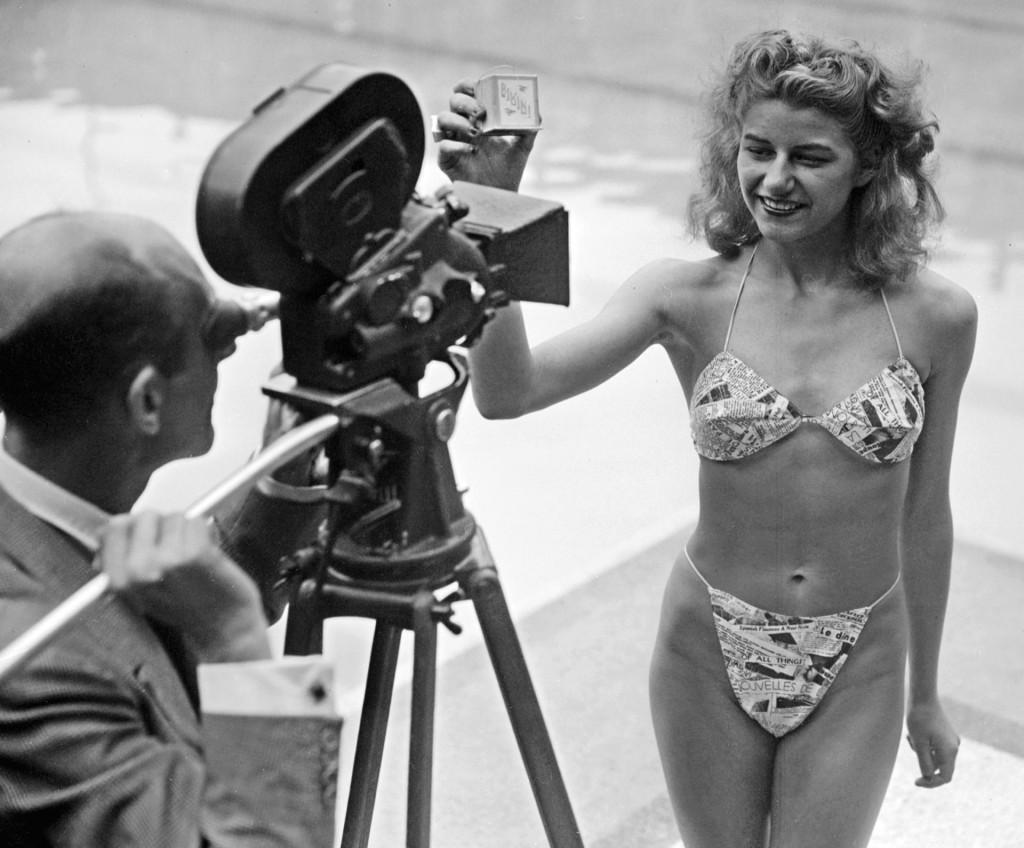 Micheline Bernardini prezentująca bikini, 5 lipca 1946 roku (fot. Agence France Presse)