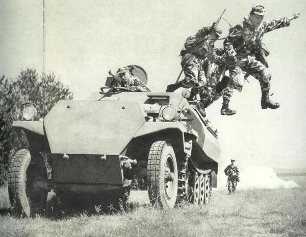 Transportert OT-810 - powojenna czeska kopia niemieckiego transportera SdKfz 251 z czasów II wojny światowej