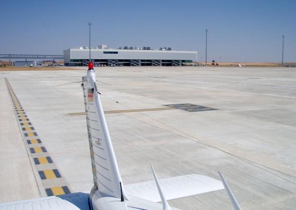 Budynek terminalu w 2009 roku (fot. Arthena/Wikimedia Commons)