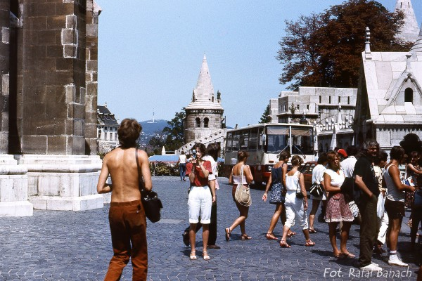 Moda lat 80-tych. A w tle jakby ktoś zauważył widać Kościół Macieja w Budapeszcie (fot. Rafał Banach)