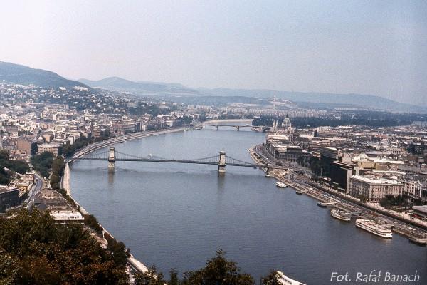 Widok z Góry Gellerta na Most Łańcuchowy (fot. Rafał Banach)