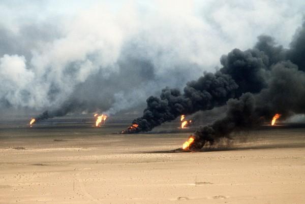 Płonące szyby naftowe w Kuwejcie w 1991 roku