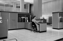 IBM 305 - pierwszy komputer z dyskiem twardym
