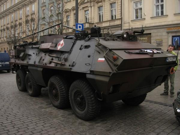 Jeden z kilku ostatnich SKOT-ów w Wojsku Polskim (fot. SuperTank17/Wikimedia Commons)