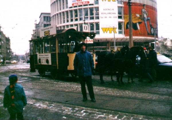 Odrestaurowany tramwaj konny chyba w latach 90-tych niedaleko Placu Wolności koło Okrąglaka