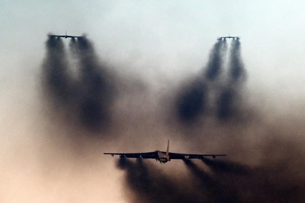 Bombowce B-52G Stratofortress podczas szybkiego startu - MITO