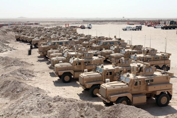 MRAP-y w Iraku w 2007 roku (fot. Cpl. Thomas J. Griffith)