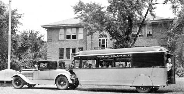 Aerocar wykorzystywany w szkole Todd School for Buys. Do holowania wykorzystano tu Hudsona z 1929 roku