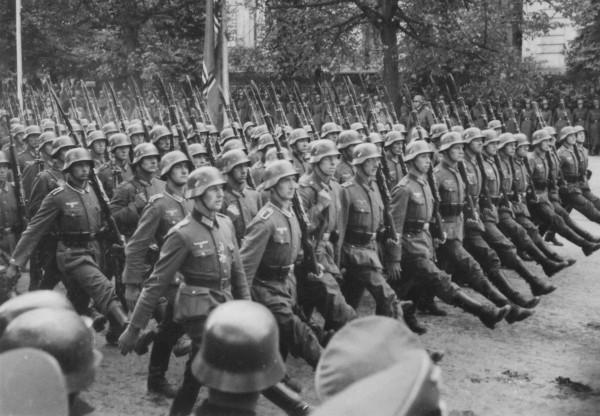 Niemieckie oddziały w Warszawie już po zakończeniu walk