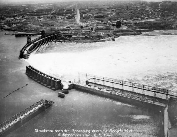 Dnieprowska Elektrownia Wodna w 1942 roku