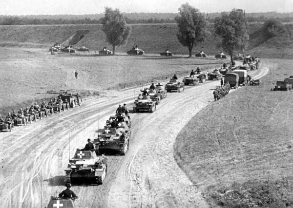 Niemiecka kolumna pancerna podczas marszu przez Polskę