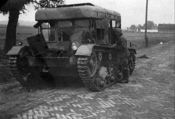 Zdobyty polski ciągnik artyleryjski C7P