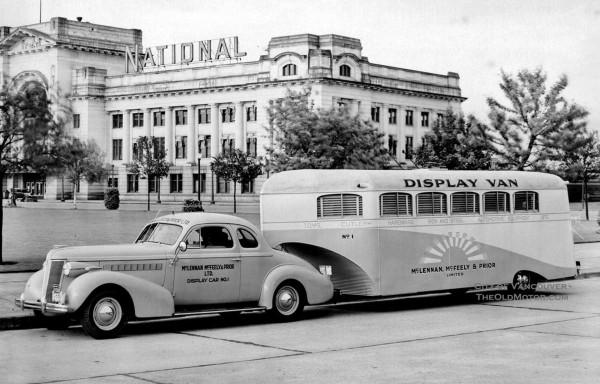 Aerocar wykorzystywany przez firmę McLennan, McFeely and Prior. Wykorzystywano go jako samochód pokazowy. Do holowania tej przyczepy wykorzystano samochód Buick Century Coupe z 1947 roku (fot. theoldmotor.com)