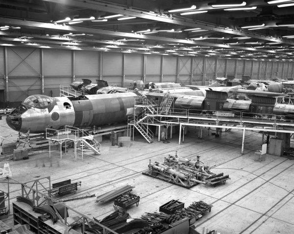 B-36 podczas budowy