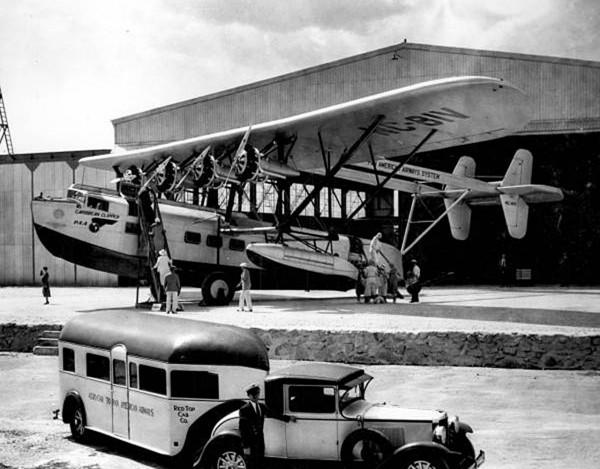 Curtiss Aerocar przed łodzią latającą Sikorsky S-40 - zdjęcie wykonano po 1931 roku