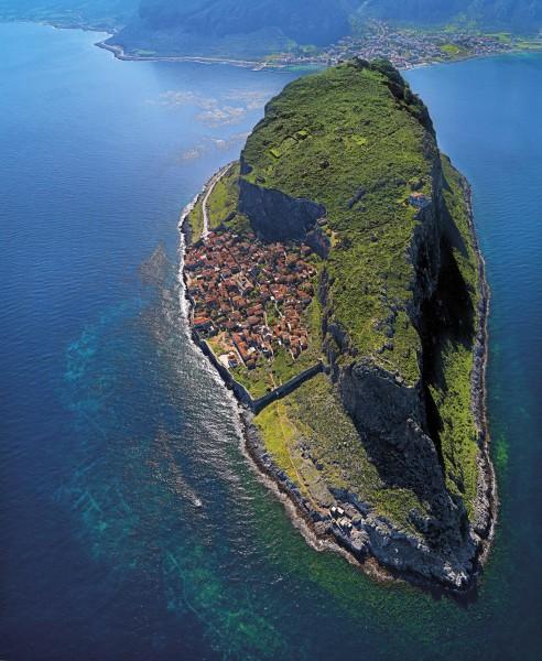 Chyba najlepsze i najpiękniejsze zdjęcie przedstawiające Monemwasię (fot. monemvasia.gr)